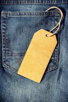 Pusty tag brązowy papieru jean