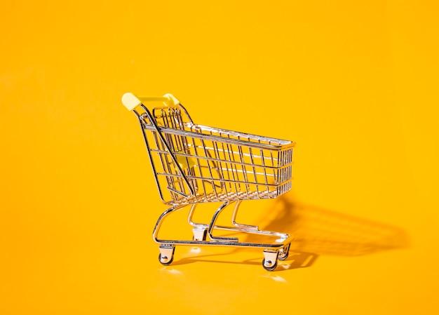 Pusty wózek na zakupy