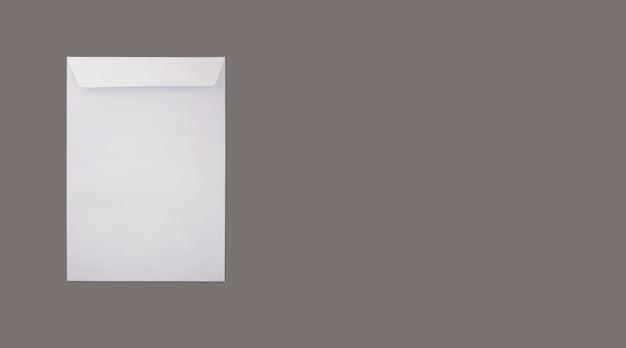 Pusty zestaw papeterii marki na szarym tle jako szablon do prezentacji projektu tożsamości.
