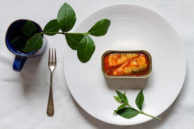 Puszka sardynek z pomidorem