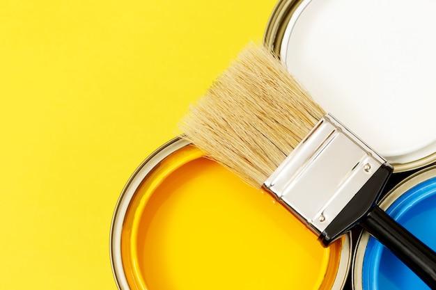 Puszki i pędzle do malowania oraz jak wybrać idealny kolor farby do wnętrz i dobry dla zdrowia