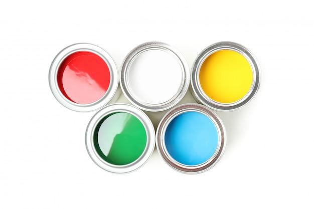 Puszki różne farby odizolowywać na bielu odizolowywającym