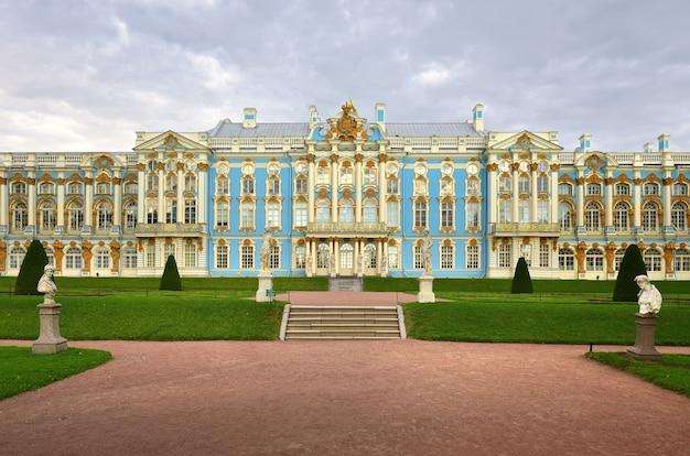 Puszkin sankt petersburg rosja09032020 fasada pałacu katarzyny pomnik baroku