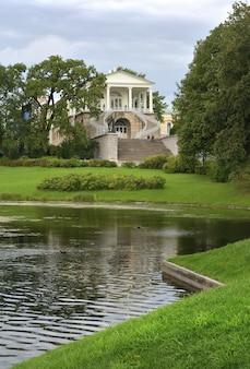 Puszkin sankt petersburg rosja09032020 galeria schody cameron