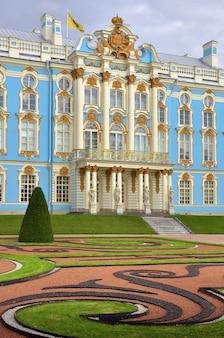 Puszkin sankt petersburg rosja09032020 parter pałacu katarzyny portyk wejściowy