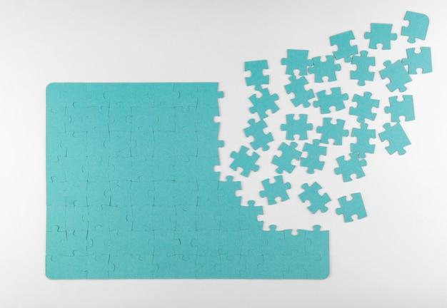 Puzzle na białym tle