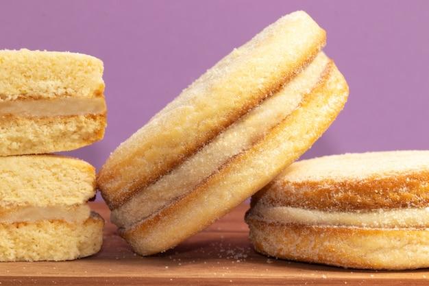 Pyszna alfajour nadziewana dulce de leche, selektywna ostrość.