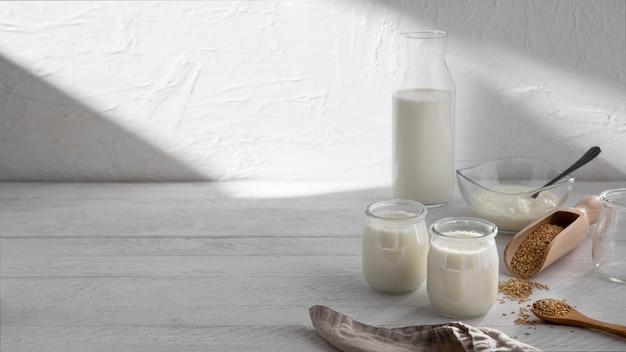 Pyszna aranżacja produktów mlecznych