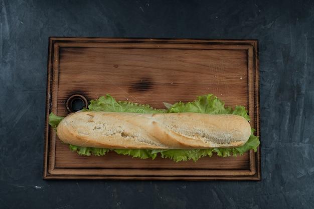 Pyszna kanapka z szynką i zieleniną?