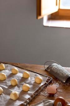 Pyszna kompozycja do robienia chleba serowego