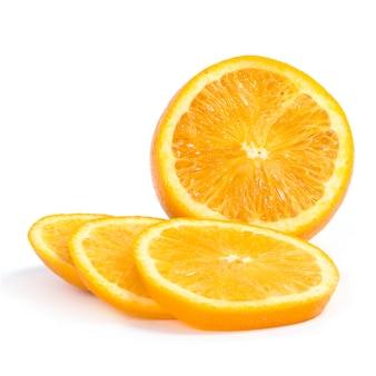 Pyszna pomarańcza na białym tle