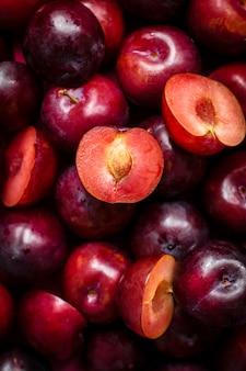 Pyszna tapeta z czerwonymi owocami śliwki