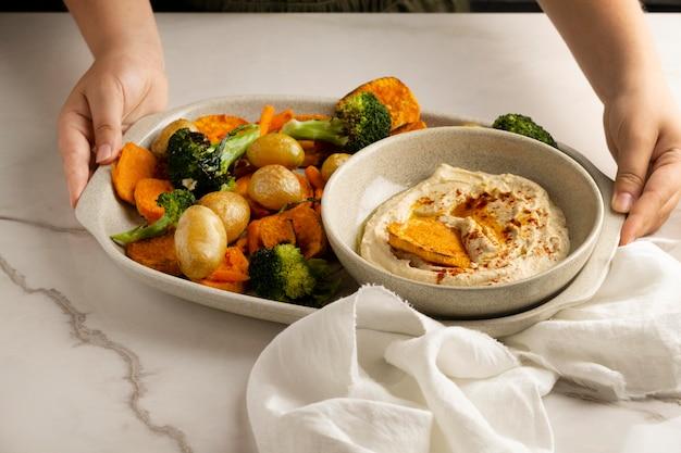 Pyszna wysokobiałkowa kompozycja wegańskich posiłków