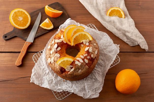 Pyszne babeczki z aranżacją pomarańczy