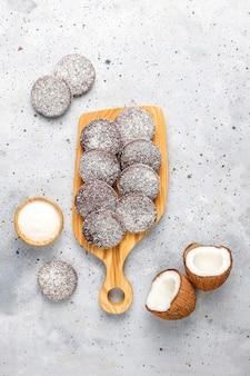 Pyszne czekoladowe i kokosowe ciasteczka z kokosem
