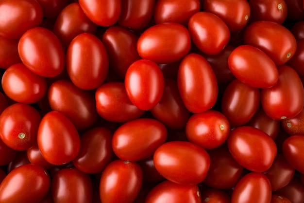 Pyszne czerwone pomidory, mogą być używane jako
