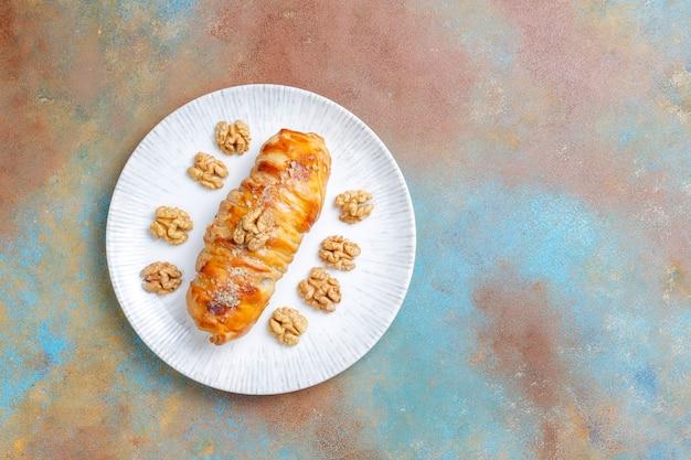 Pyszne, domowe bułeczki z orzechami włoskimi.
