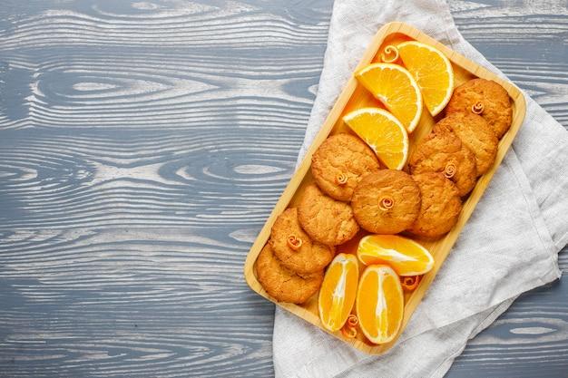 Pyszne domowe ciasteczka ze skórką pomarańczową.