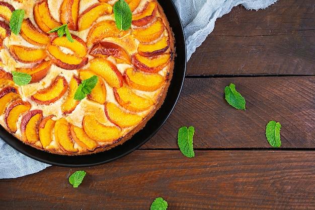 Pyszne domowe ciasto brzoskwiniowe