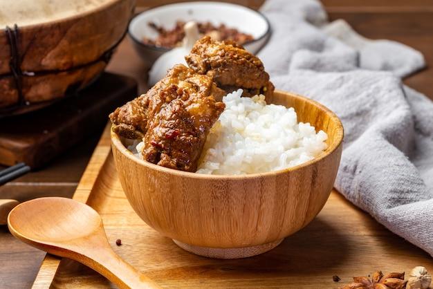 Pyszne, duszone żeberka i ryż