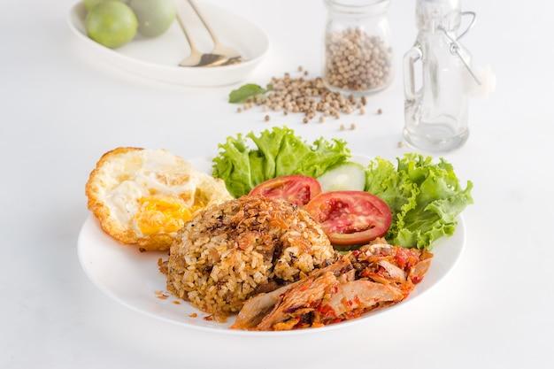 Pyszne i zdrowe indonezyjskie jedzenie nasi goreng