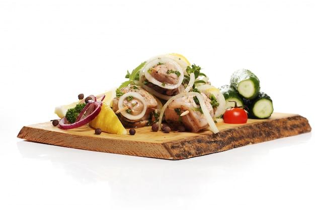 Pyszne jedzenie na drewnianej desce