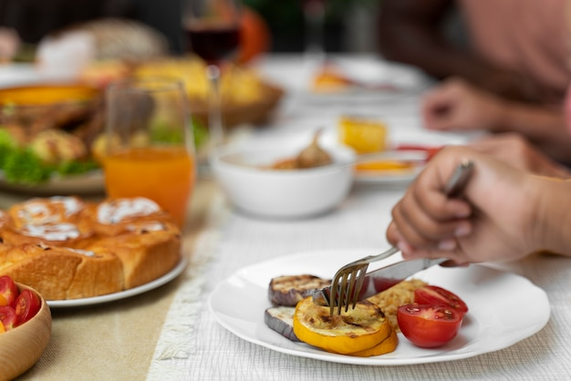 Pyszne jedzenie z okazji święta dziękczynienia na stole