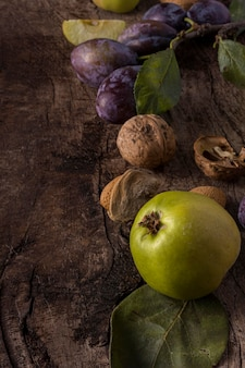 Pyszne jesienne owoce wysoki kąt