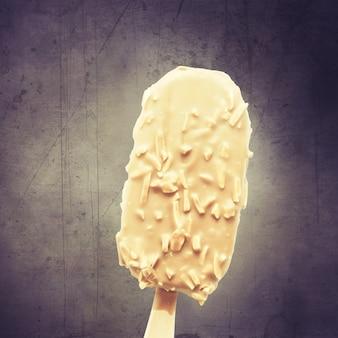 Pyszne lody z czekoladą. koncepcja zdrowego letniego jedzenia.