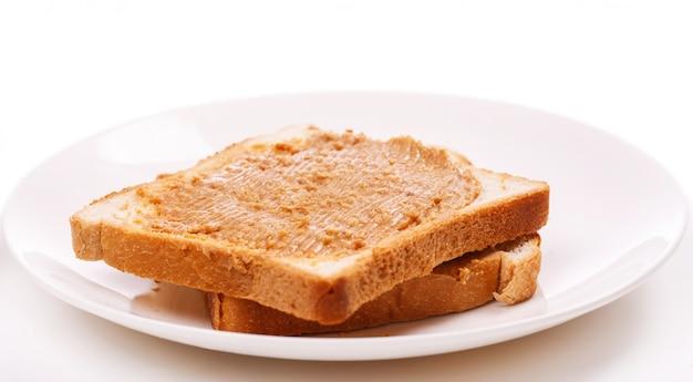 Pyszne masło orzechowe na stole