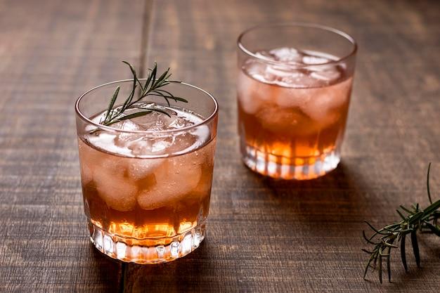 Pyszne napoje alkoholowe z rozmarynem