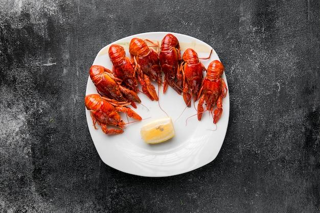 Pyszne owoce morza homar na talerzu