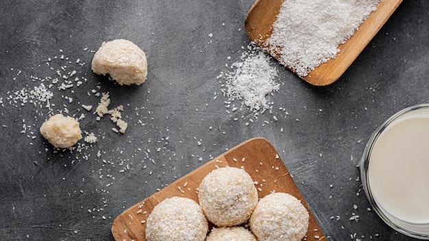 Pyszne, płaskie cukierki kokosowe