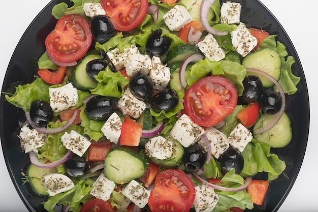 Pyszne sałatki greckie na talerzu makro szczegółów