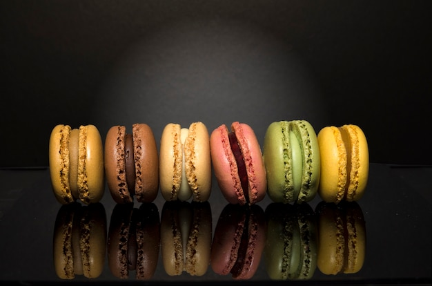 Pyszne słodkie kolorowe makaroniki