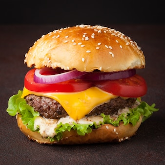 Pyszne świeże domowe burger.