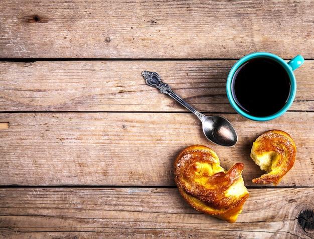Pyszne wypieki na śniadanie z kawą. rano drinki