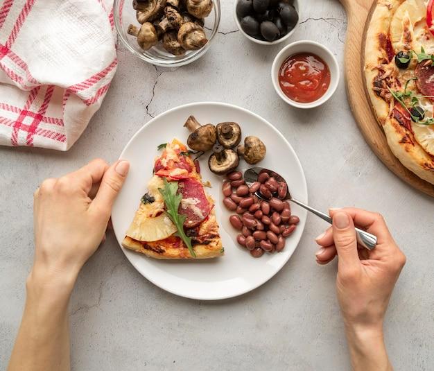Pyszny asortyment tradycyjnej pizzy