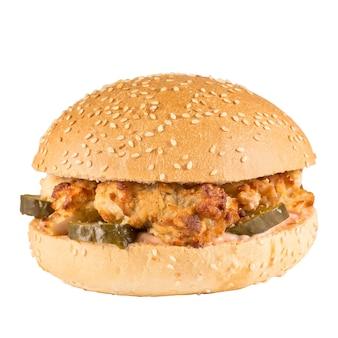Pyszny burger na białym tle na białej powierzchni.
