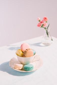 Pyszny francuski deser. kolorowy pastelowy makaronik