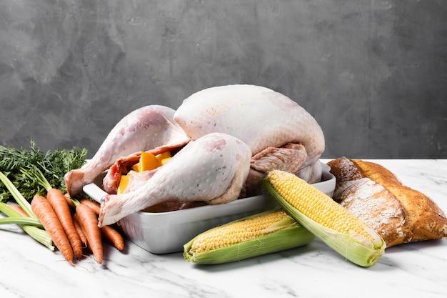 Pyszny indyk dziękczynienia z kukurydzą