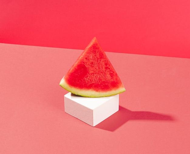 Pyszny kawałek arbuza wysoki kąt