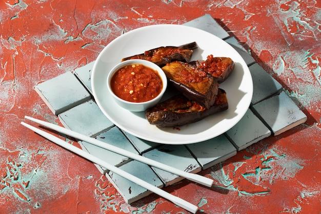 Pyszny posiłek z kompozycją sambal