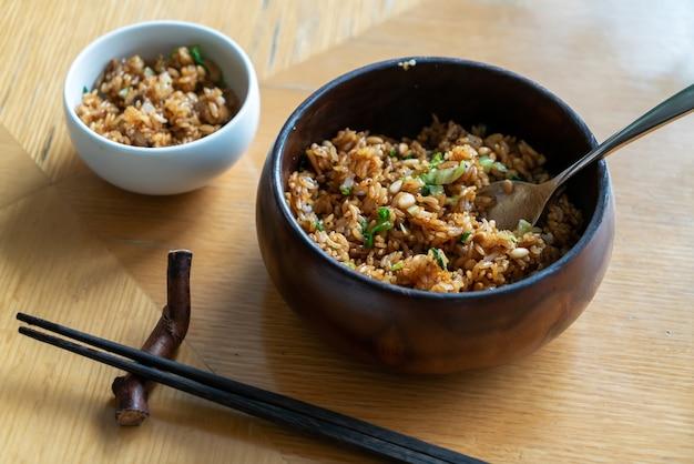 Pyszny ryż grzybowo-orzeszkowy