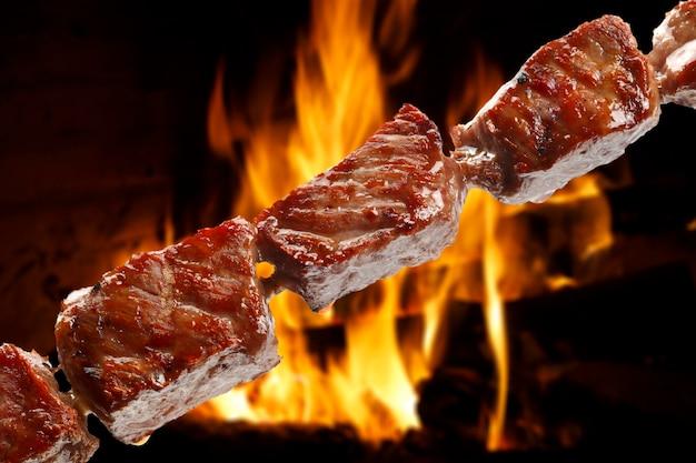 Pyszny szaszłyk mięsny