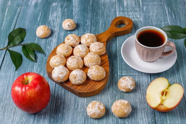 Pyszny tradycyjny rosyjski piernik z jabłkiem