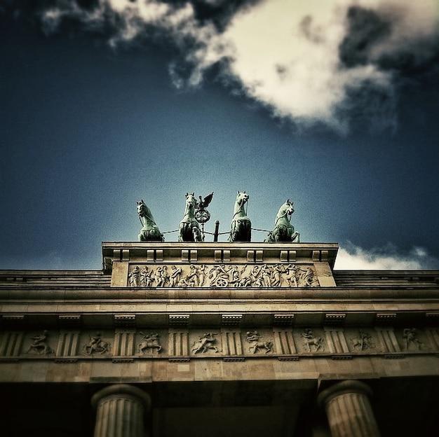 Quadriga budynek bramą brandenburską w berlinie