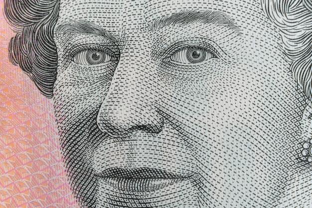 Queen elizabeth ii: ultra makro strzał na banknot australijski five dollar.