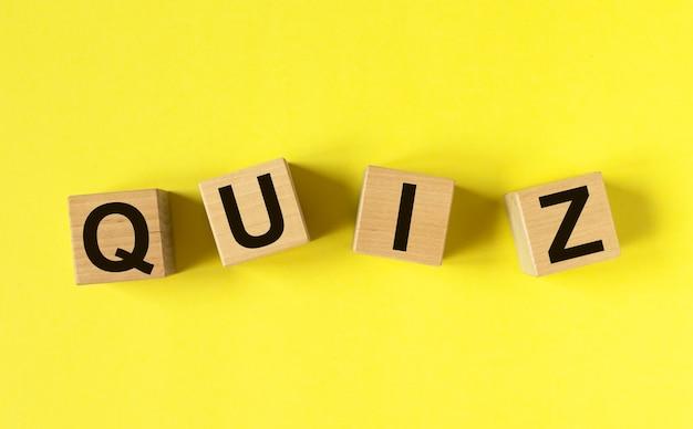 Quiz lub quiz słowo, napis, fajna gra z pytaniami.
