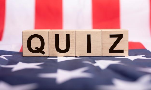 Quiz Słowo, Napis. Gra Pytań I Koncepcja Zadania. Premium Zdjęcia